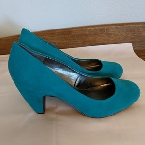 Mix No. 6 Turquoise Suede pumps to Wow you.